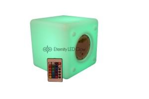 cube 8 green remote logo